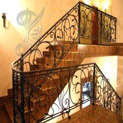 Кованая лестница в коттедже КЛ 14