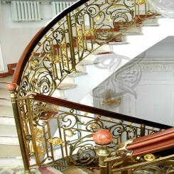 Кованая лестница внутри дома КЛ 16