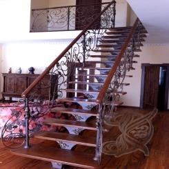 Кованая лестница в доме КЛ 20
