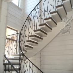 Кованая лестница в доме КЛ 30
