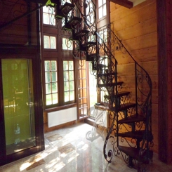 Кованая лестница в частном доме КЛ 33