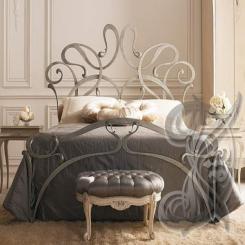 Кованая кровать для спальни КК 5