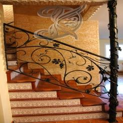 Кованая лестница с украшениями КЛ 6