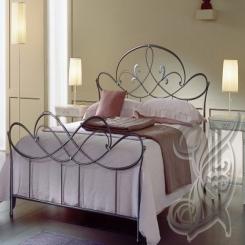 Кованая кровать черного цвета КК 30