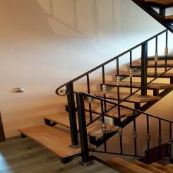 Кованая лестница с балясинами КЛ 41