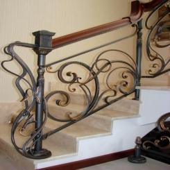 Кованый пригласительный столб для лестницы КПС 10