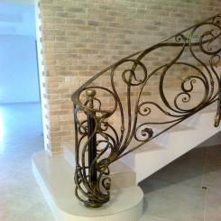 Кованый пригласительный столб для лестницы КПС 12
