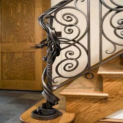 Кованый пригласительный столб для лестницы КПС 14