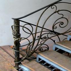 Кованый пригласительный столб для лестницы КПС 15