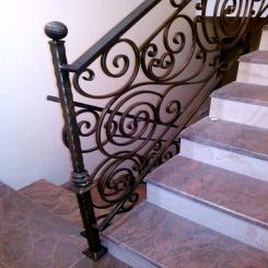 Кованый пригласительный столб для лестницы КПС 16