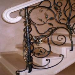 Кованый пригласительный столб для лестницы КПС 17