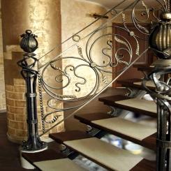 Кованый пригласительный столб для лестницы КПС 18