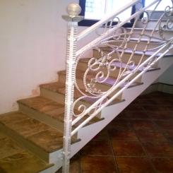 Кованый пригласительный столб для лестницы КПС 21