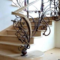 Кованый пригласительный столб для лестницы КПС 25
