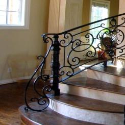Кованый пригласительный столб для лестницы КПС 27