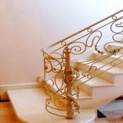 Кованый пригласительный столб для лестницы КПС 29