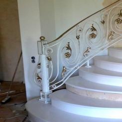 Кованый пригласительный столб для лестницы КПС 31