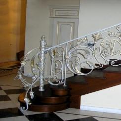 Кованый пригласительный столб для лестницы КПС 32