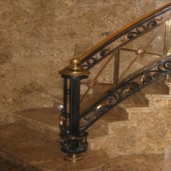 Кованый пригласительный столб для лестницы КПС 34