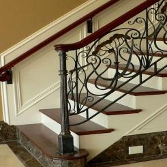 Кованый пригласительный столб для лестницы КПС 36