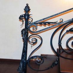 Кованый пригласительный столб для лестницы КПС 38