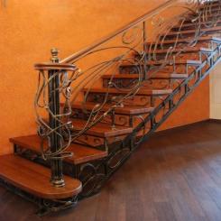 Кованый пригласительный столб для лестницы КПС 39