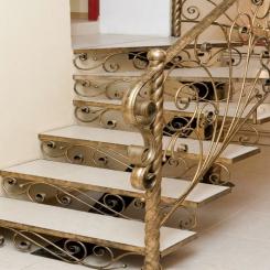 Кованый пригласительный столб для лестницы КПС 47