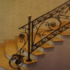 Кованый пригласительный столб для лестницы КПС 50