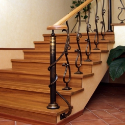 Кованый пригласительный столб для лестницы КПС 51