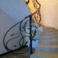 Кованый пригласительный столб для лестницы КПС 52