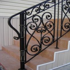 Кованый пригласительный столб для лестницы КПС 58