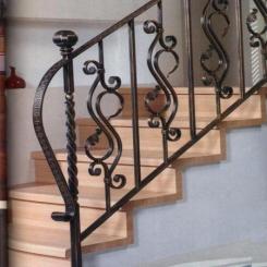Кованый пригласительный столб для лестницы КПС 59