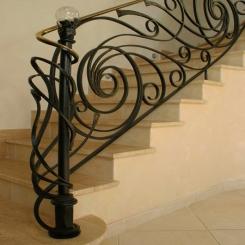 Кованый пригласительный столб для лестницы КПС 5