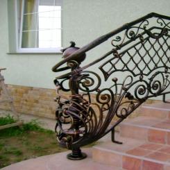 Кованый пригласительный столб для лестницы КПС 62