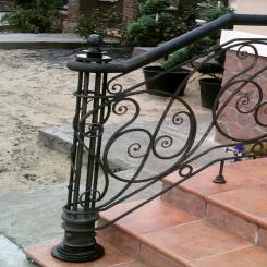 Кованый пригласительный столб для лестницы КПС 65