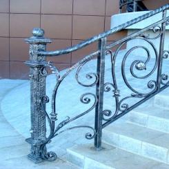 Кованый пригласительный столб для лестницы КПС 66