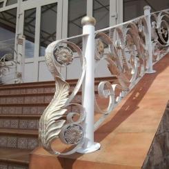 Кованый пригласительный столб для лестницы КПС 68