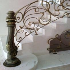 Кованый пригласительный столб для лестницы КПС 9