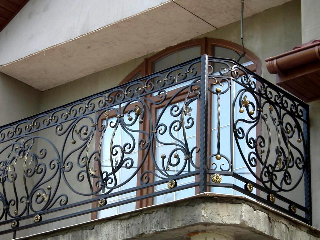 кованые ограждения для перил балконов фото современных камер