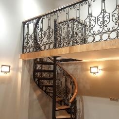 Кованая винтовая лестница КВЛ_13
