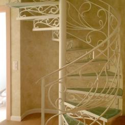 Винтовая лестница со стеклянными ступенями КВЛ_12