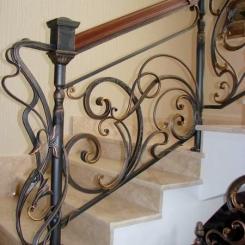 Кованый пригласительный столб для лестницы КПС_10