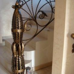 Кованый пригласительный столб для лестницы КПС_11