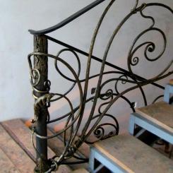 Кованый пригласительный столб для лестницы КПС_15