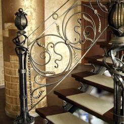 Кованый пригласительный столб для лестницы КПС_18