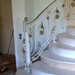 Кованый пригласительный столб для лестницы КПС_31