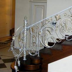 Кованый пригласительный столб для лестницы КПС_32