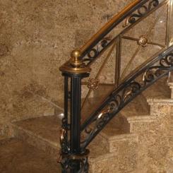 Кованый пригласительный столб для лестницы КПС_34