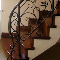 Кованый пригласительный столб для лестницы КПС_35