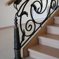 Кованый пригласительный столб для лестницы КПС_3